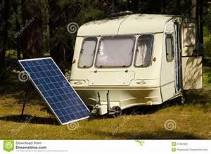 Prix D Un Panneau Solaire : panneau solaire dans un camping avec la vieille caravane ~ Premium-room.com Idées de Décoration