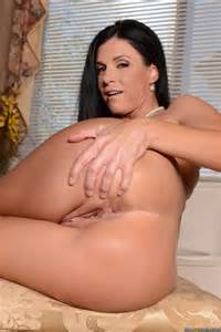 India Summer Shows Her Sexy Curves Milf Fox