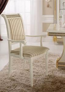 Bequeme Stühle Mit Armlehnen : stuhl mit armlehnen mit einem klassischen design kostbare goldblattschmuck idfdesign ~ Markanthonyermac.com Haus und Dekorationen