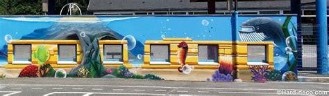 jeux de decoration d ecole fresque dans une cours d 233 cole maternelle sous marin