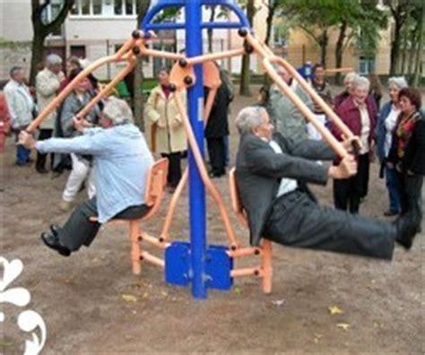 rester en forme gr 226 ce aux boomers des appareils de fitness de plein air pour seniors