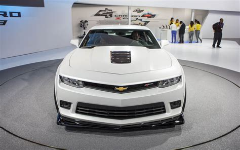 2018 Chevrolet Camaro Z28 Front End Top View Photo 3