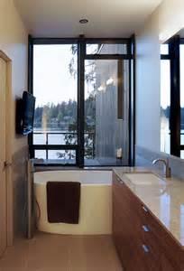 choosing the right bathtub for a small bathroom - Western Bathroom Decorating Ideas