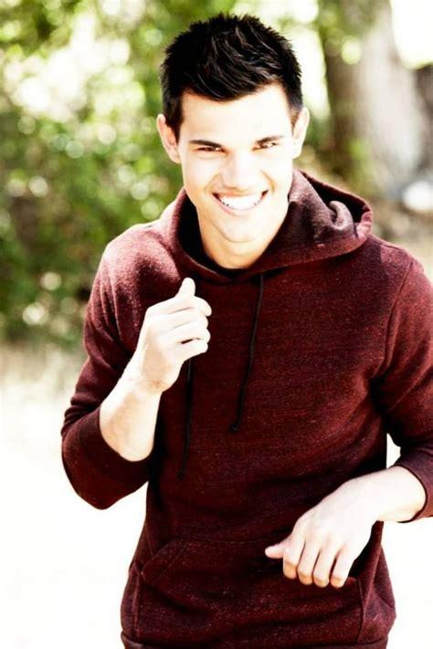 Taylor Daniel Lautner ♥   Taylor lautner, Famous, Taylor