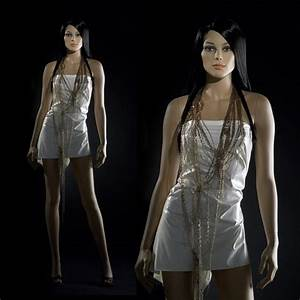 Mannequin De Vitrine : mannequin femme de vitrine r aliste mannequin effet naturel en vitrine ~ Teatrodelosmanantiales.com Idées de Décoration