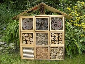 Fabriquer Un Hotel A Insecte : h tel insectes en palette youtube ~ Melissatoandfro.com Idées de Décoration