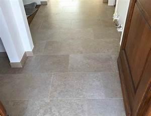 Bodenbelag Für Dusche : bodenbelag barrierefreie dusche mit kanfanar kalkstein ~ Michelbontemps.com Haus und Dekorationen