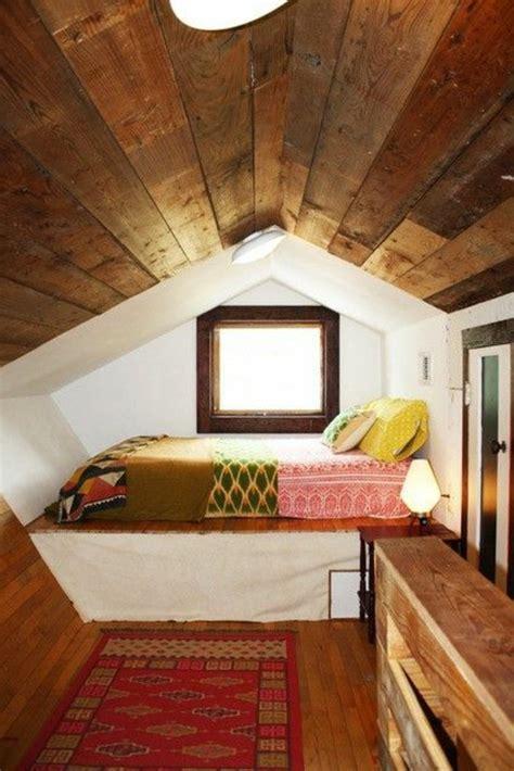 chambre avec plafond en pente tout pour votre chambre mansardée en photos et vidéos