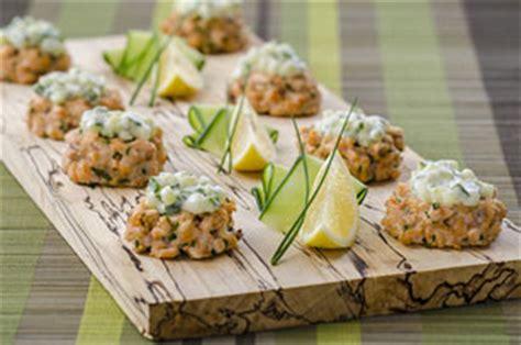 mini galettes de saumon  aioli au concombre kraft canada