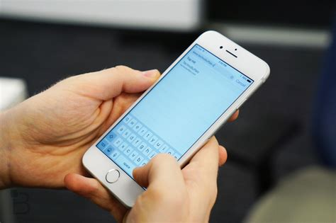 There's A Secret One-handed Keyboard In Your Iphone