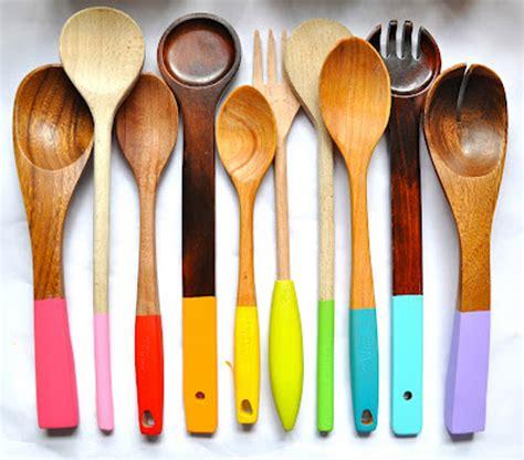 ustensile cuisine bois personnaliser ses ustensiles de cuisine en bois idée créativeidée créative