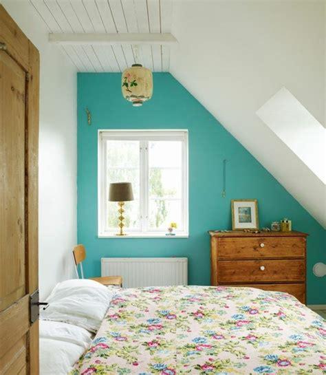 agencement de chambre a coucher davaus chambre mansardee bleu avec des idées