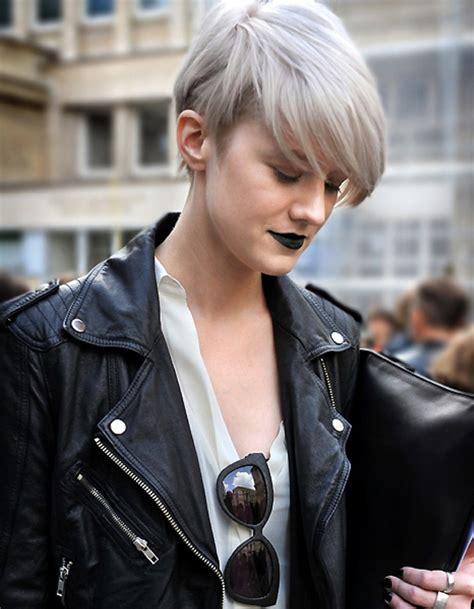 coupe courte cheveux gris automne hiver  les