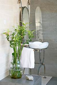 6 spa like bathroom decorating ideas that will leave you for Peace lily in bathroom