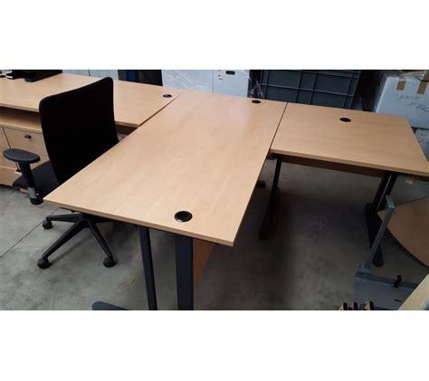 bureau bois clair bureau en bois clair avec 2 caissons avec une chaise à