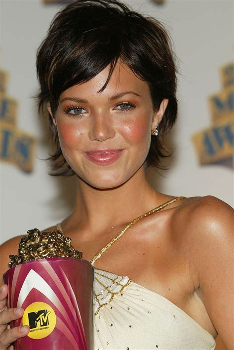 mandy moore and her cute short hair coupe de cheveux