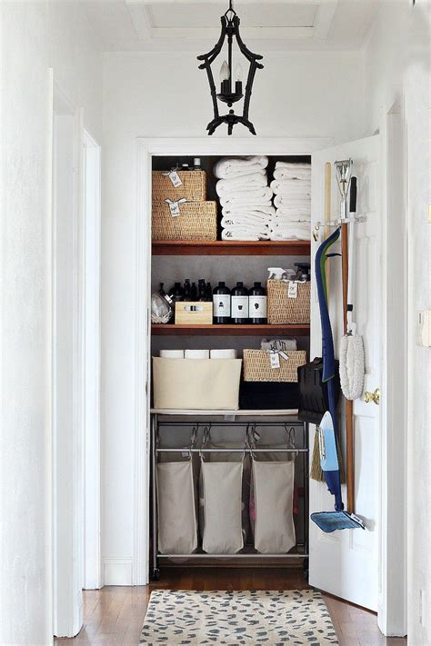 motherdaughter lifestyle blog bathroom linen closet