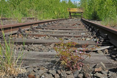 Yq6c ni0jba00m / der vorsitzende des gdl im eilschritt:.alle aktuellen infos zum streckennetz und unseren sicherheitsmaßnahmen findest du immer hier.bitte denk dran, dich an die geltenden maßnahmen zu halten, damit du und deine. Bahnstreik Foto & Bild | gleise, eisenbahn, verkehr ...