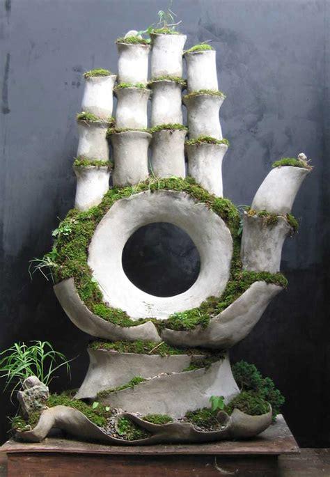 living sculptures  opiary rock  garden