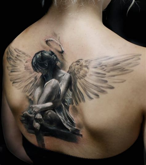 tatouage femme dos photo tatouage femme un grand ange dans le dos