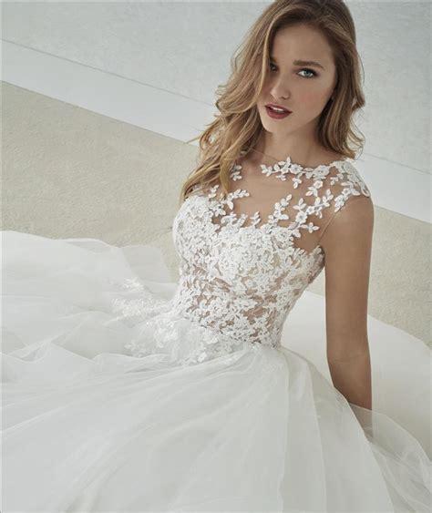 Convo me, se si desidera ordinare questo vestito di un'altra dimensione o colore. Abito sposa ampio con gonna in tulle a balze e corpetto in pizzo effetto tatoo mod. FLUVIA linea ...