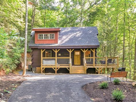 downtown gatlinburg cabins 2016 newly constructed cabin minutes from downtown