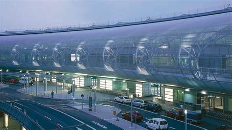 Günstig parken, dus erleben, unbesorgt starten. Airport 2000 plus