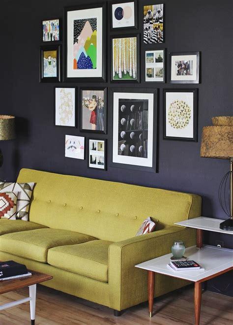 create  eye catching gallery wall
