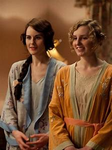 mary and edith welcome the new arrival like mary39s robe With robe downton abbey