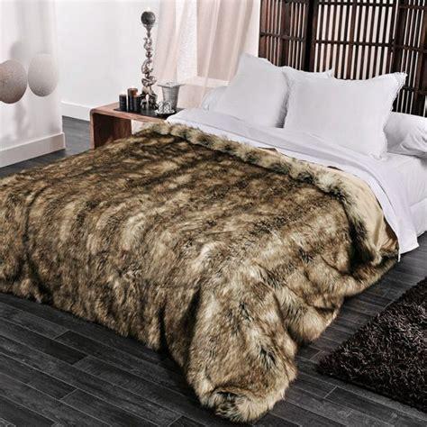 couvre lit 250 x 260 cm imitation fourrure grizzly couvre lit boutis eminza