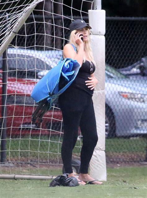 Tiger Woods' Pregnant Ex-Wife Elin Nordegren 'Looks Ready ...