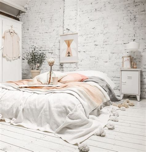 deco chambre avec poutre apparente ide dco chambre cocooning mur en briques blanchies parquet