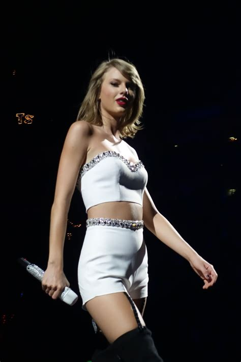 Swift Network | Taylor swift hot, Taylor swift pictures ...