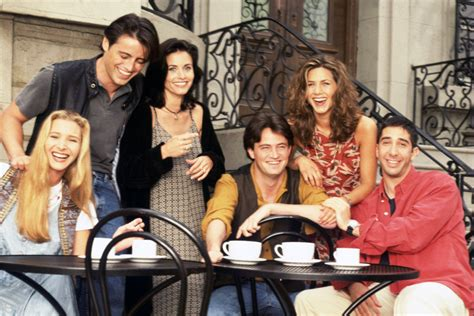 25 Stories From The Set Of Friends In Their Own Words