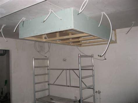 plafond de cuisine design attrayant installation d une hotte de cuisine 6 faux