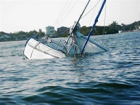 Sinking Boat boat sinking www imgkid the image kid has it