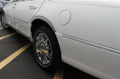 book repair manual 2006 lincoln town car security system sell used 2006 lincoln town car signature limited in 4760 n service rd saint peters missouri