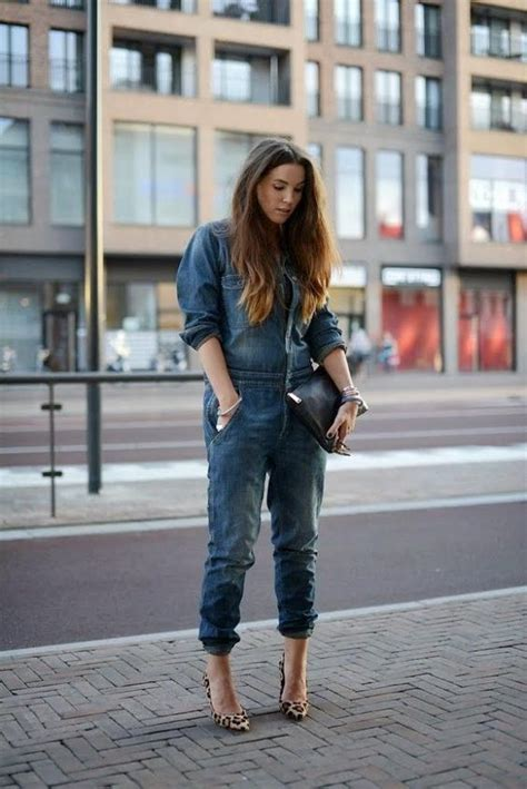 How to wear a plus size denim jumpsuit with heels - curvyoutfits.com