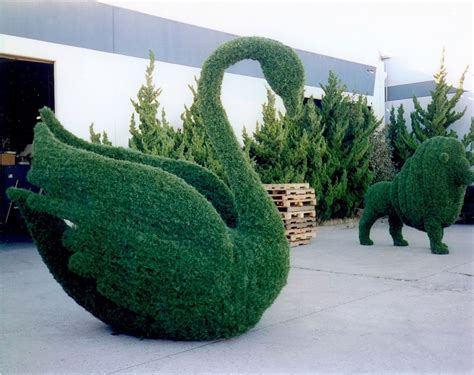 Topiary : Giant Animal Topiary Trees