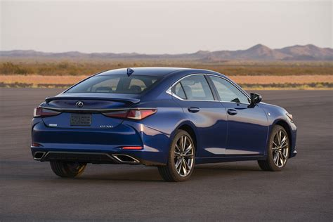 lexus es midsize model  powertrain updates