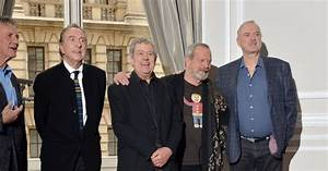 John Cleese, Eric Idle, Terry Gilliam, Michael Palin et ...