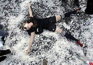 International Pillow Fight Day: Feathers Are Everywhere ...