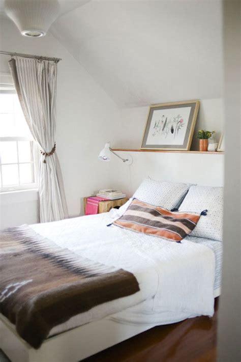 estanteria encima de cabecero simple bedroom home