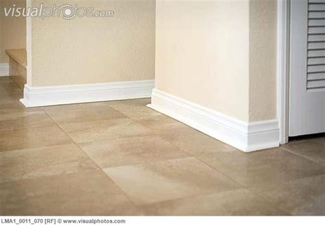 floor and decor baseboards white baseboards ceramic tile floors and baseboards on pinterest