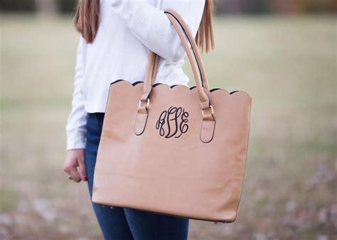 scallop tote bag  monogrammed gifts   popsugar smart living photo