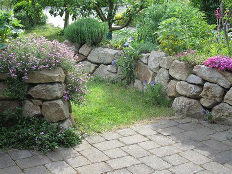 Garten Ideen Trockenmauer by Trockenmauern Das Garten Lexikon Der Pflanzenfamilien