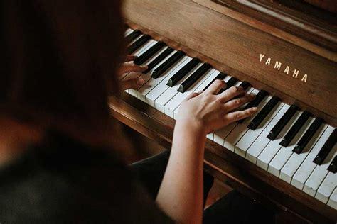 Klasifikasi alat musik berdasarkan fungsi alat musiknya sendiri bisa dibedakan menjadi 3 jenis yaitu 15+ Contoh Alat Musik Melodis: Pengertian dan Cara Menggunakan