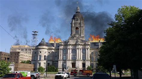 OLD COURTHOUSE BUILDING IN EVANSVILLE INDIANA ON FIRE ...