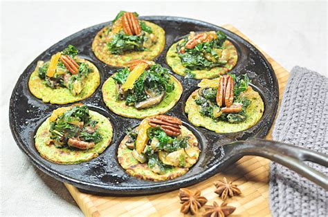 Place 4 eggs in a saucepan of boiling water, then cook over low heat, 4 to 5 minutes; Egg-free green pancakes with lots of curly kale