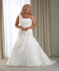 inexpensive plus size wedding dresses how to shop for plus size wedding dresses